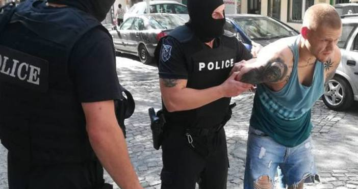 Качулки от спецзвеното на ОД на МВР в Бургас атакуваха