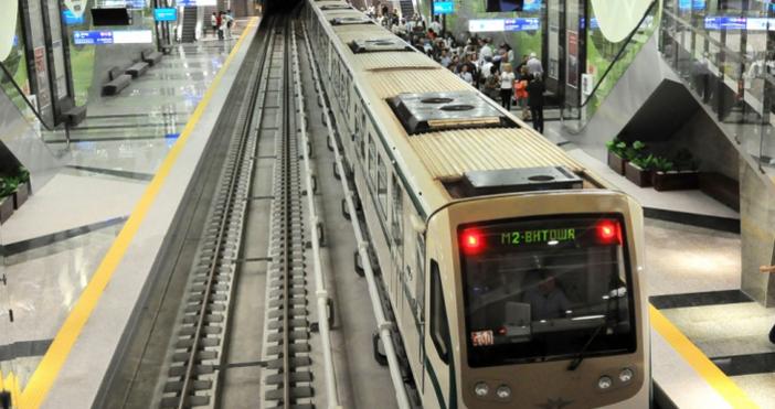 Инцидент спря движението на влакове на метростанция