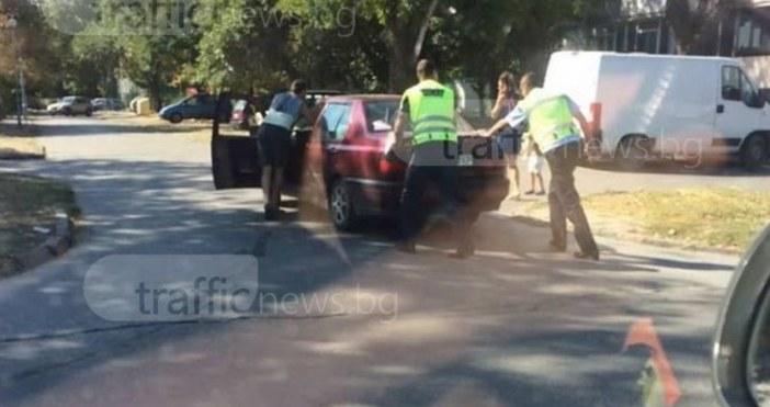 СнимкаTrafficNews.bgПътни полицаи помогнаха на пловдивско семейство в беда. За това