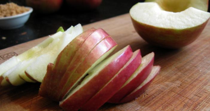 Ябълкитеса сред най-полезните и достъпни храни. Те подобряватхраносмилането, намаляватлошия холестерол,