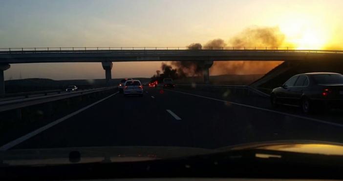 Лекият автомобил, който избухна в пламъци тази сутрин на магистрала