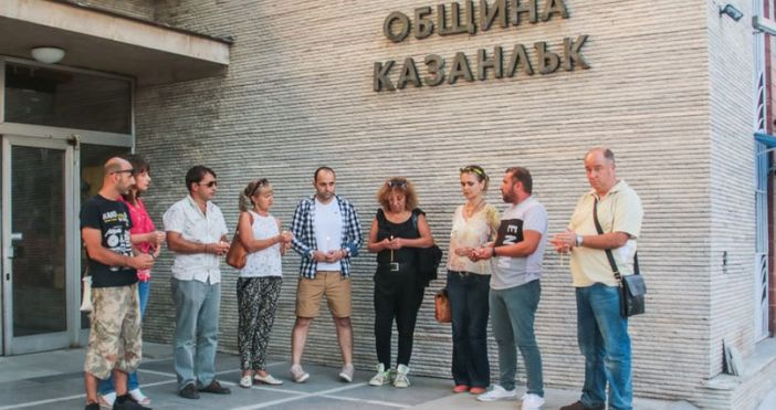 Председателят на Общинския съвет в Казанлък Николай Златанов обвини журналисти,