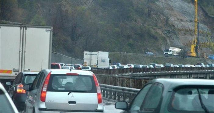 Ограничава се движението на всички автомобили през Шипченския проходЗасилен трафик