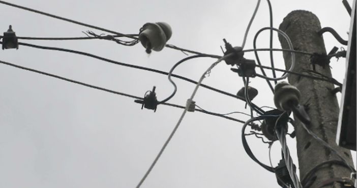 Снимка: БулфотоСедем хиляди домакинства останаха без ток вследствие на бурния