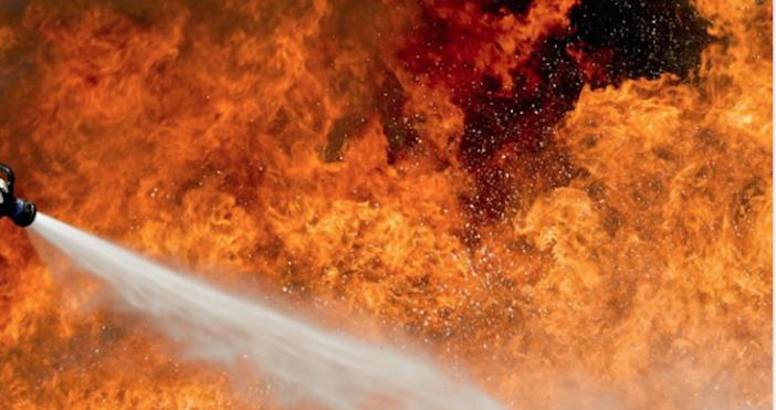 Повече от трипожарагасят сливенските огнеборци в момента, като в борбата