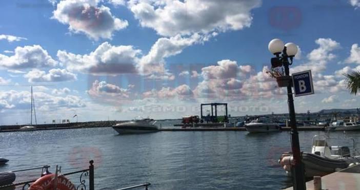 Два катера на Морска администрацияот няколко часа са в акваторията