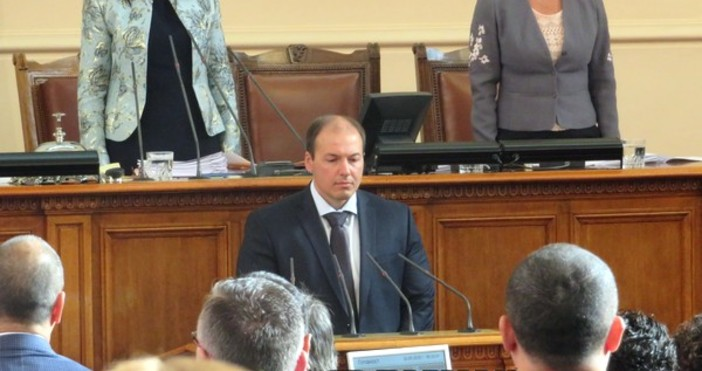 Нов депутат положи клетва в Народното събрание. Станислав Иванов Попов