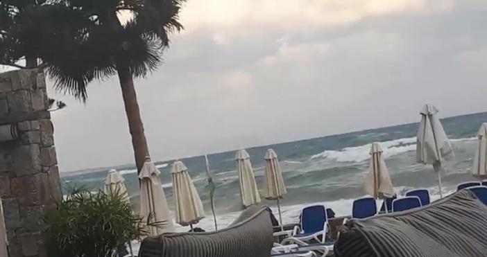 Ветрове с пориви доближаващи 100 километра в час блокираха фериботния