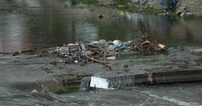 Снимка: Булфото, архивПочистване на участъци от отводнителни канали, дерета, канавки