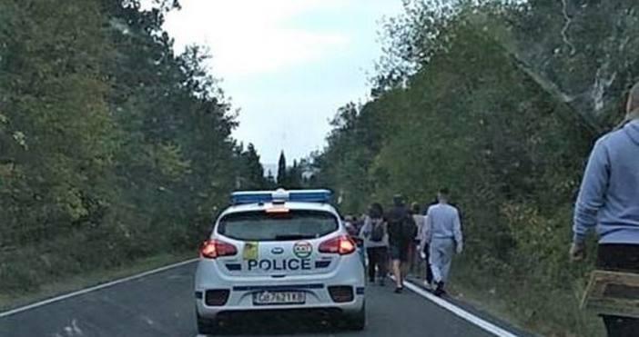 На място са пристигнали екипи на полицията и пожарнатаПревозното средство