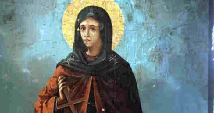 Света Петкасе почита катозакрилник на дома и семейството.От Петковден започват