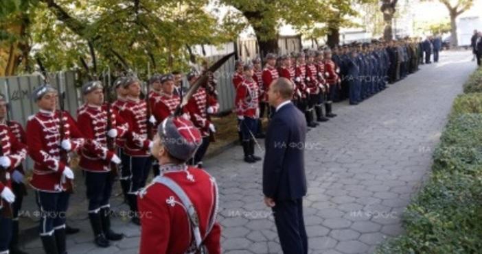 Снимка ФокусПод съпровода на българския химн държавният глава и върховен