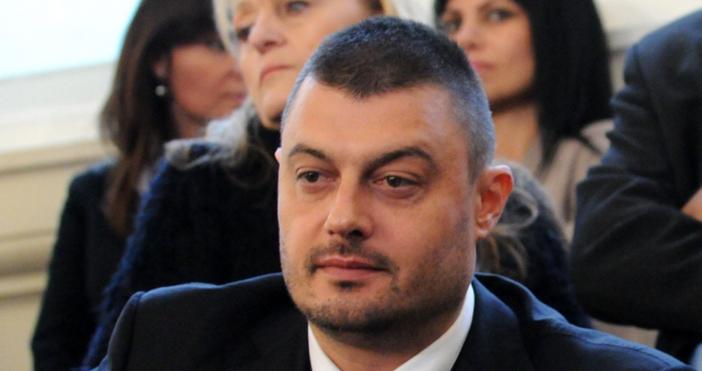 Николай Тихомиров Барековебългарскижурналист, бизнесмен, бивш радио ителевизионен водещ, а от