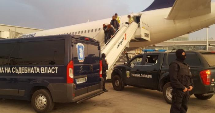 Около 16 часа днес Северин беше качен от летището във