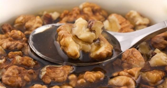 Орехи с мед: Вкусно и полезноЗа предимствата на орехите и