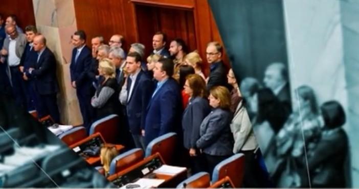 БтвПарламентът на Македония одобри необходимите конституционни промени за смяна на