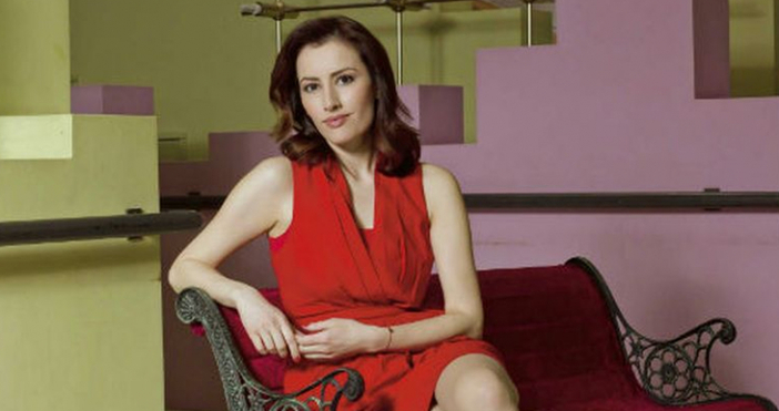 Един от най-красивите лица на българската телевизия Лиляна Боянова води