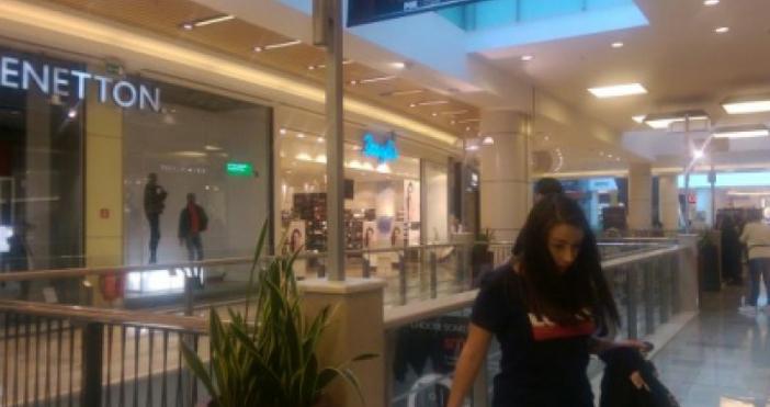 Голяма авария е възникнала в търговския център
