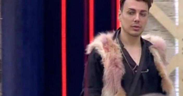 Гримьорът с поразяващата уста Валентин Кулагин призна, че отново би