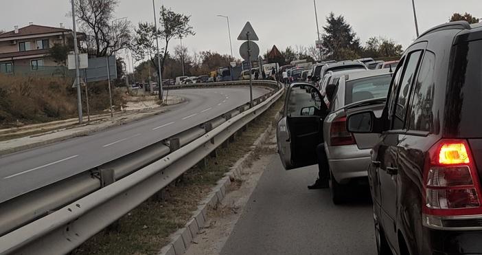Основни пътни артерии са блокирани от полицаи заради предстоящото пристигане