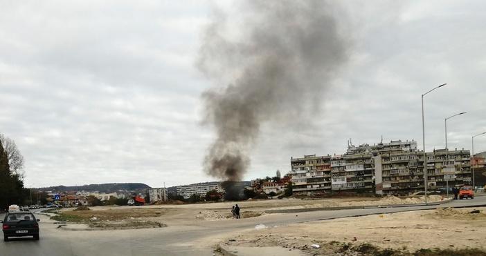 Подпалени отпадъци в яма са причина за черния дим, който