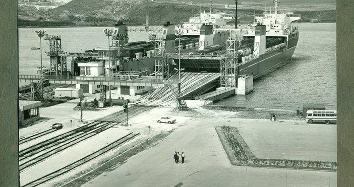 СнимкаВоенноморски музей - ВарнаНа 14 ноември 1978 г. едновременно във