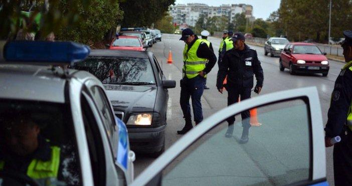 От 15 ноември пътните полицаи започват да глобяват за гуми,