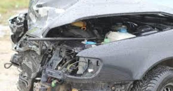 Един човек е тежко ранен при катастрофа с български автомобил