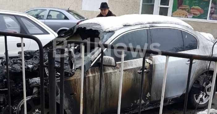 Снимки:BulNewsПодпаленият автомобил нанападателя на Монтана Атанас Илиев е със сериозни