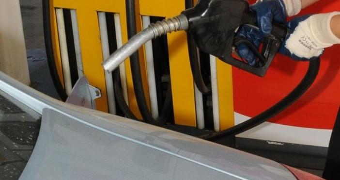За пореден ден цената на бензин А95 върви надолу и