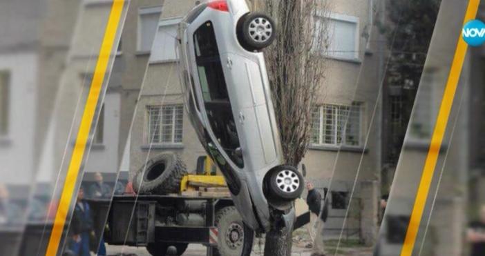 """Снимка от """"Забелязано в София"""", на която автомобил във вертикално"""