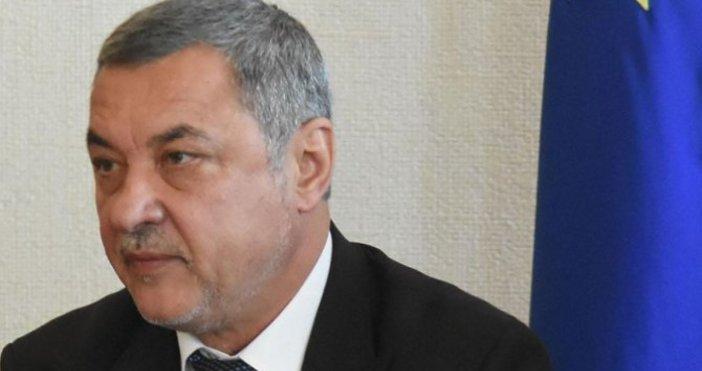 Снимка: БулфотоВицепремиерът в оставка Валери Симеонов се намира в стаята