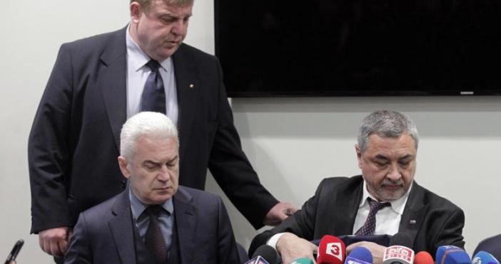 Медиите да питат Волен Сидеров и неговите депутати защо не