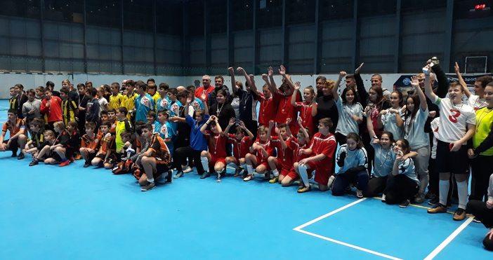 160 ученици се включиха в детския Коледен турнир по минифутбол