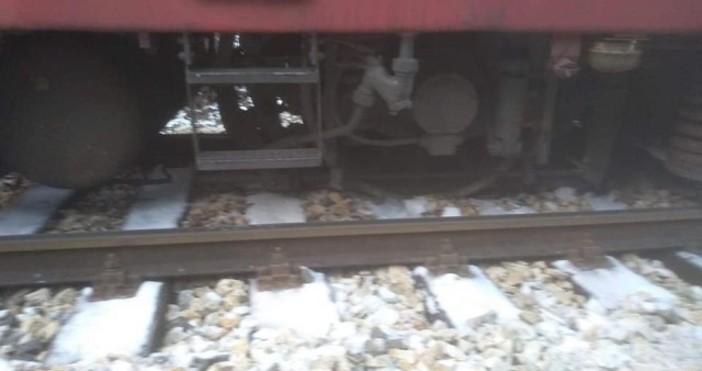 Снимки: БДЖЛокомотивът на сутрешния влак София – Варна е излязъл
