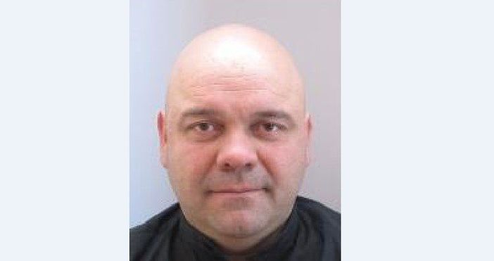 Полицията издирва Тодор Николов,началник на КАТ-Казанлък.Николов е 44-годишен и е