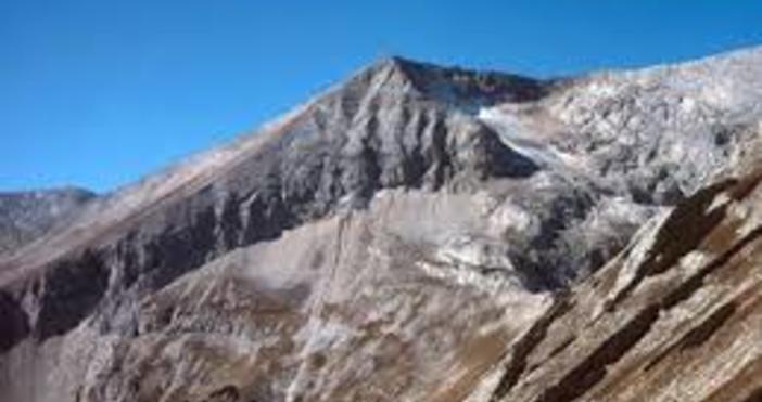 Планинската служба започна операция за спасяването на младия ентусиаст, който