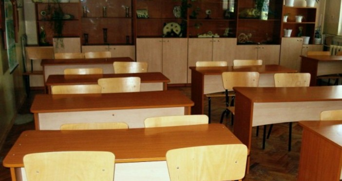 В 75 училища вече не се използват хартиени, а само