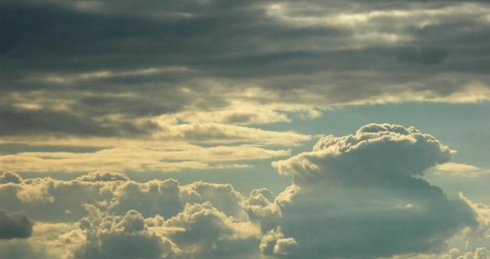 Над Черноморието ще бъде облачно с предимно слаби валежи от