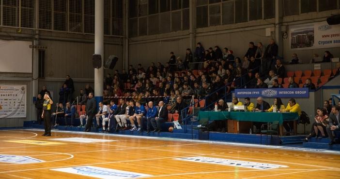 Старши треньорът на Черно море Тича Галин Стоянов имаше от