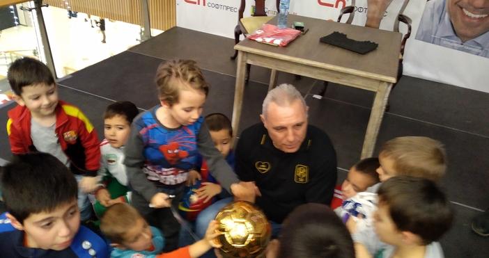 Страхотна еуфория предизвика във Варна легендарният футболист Христо Стоичков, който