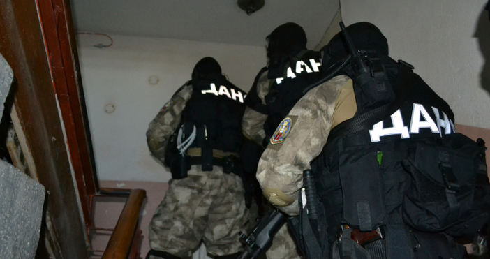 Снимка: Извънредно: Прокуратурата обяви за арестувани 43 чужденци у нас от ОПГ, свързана с терористични организации, главатарят ѝ е сириец