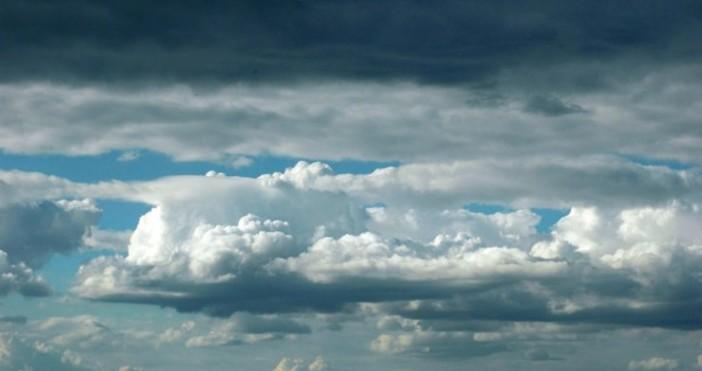 През следващото денонощие ще е облачно. Слаби валежи от мокър