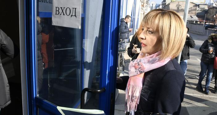 Източник и снимки: БулфотоОмбудсманът Мая Манолова се яви в Административен