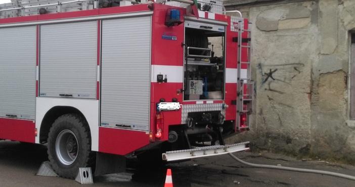 Пожар унищожи седем тона захар в сладкарски цех във Велико