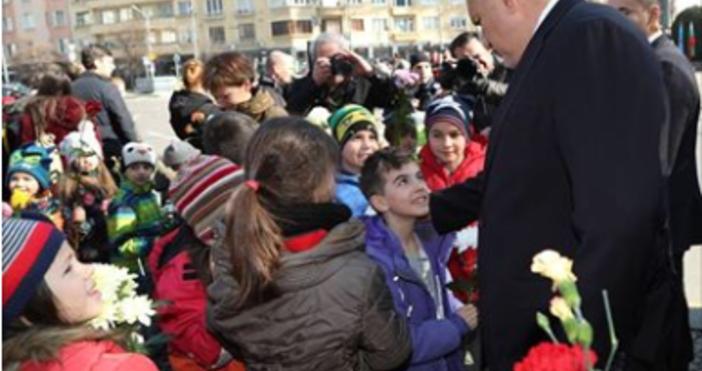 Бойко Борисов се поклони пред делото на Апостола и поднесе