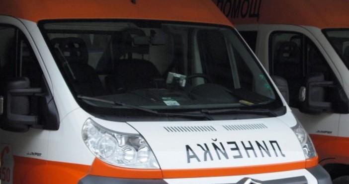 Снимка БулфотоКатастрофа между лек автомобил и ученически автобус е възникнала