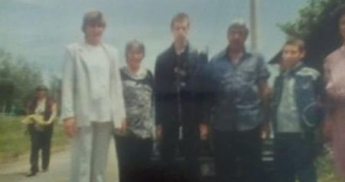 Появиха се първи снимки на семейството от Нови Искър, което