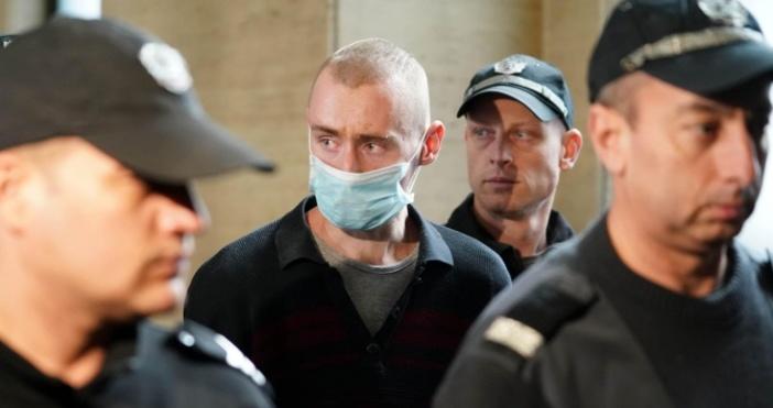 Снимка: Ето го младия мъж, убил с брадва семейството си в Нови Искър