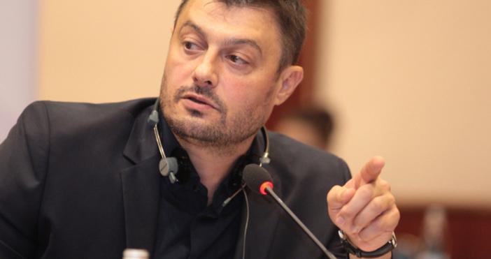 Снимка: Бареков попиля Джамбазки: Предател до мозъка на костите си и слуга на тези с костюмите по марка...